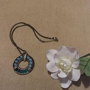 Vintage style disk pendant necklace
